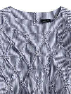 Shirtbluse Rosettenstickerei Blau/Weiß Detail 3