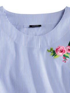 Shirtbluse Sommertrend Blau mit Stickerei Detail 3