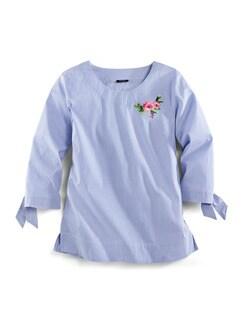 Shirtbluse Sommertrend Blau mit Stickerei Detail 2