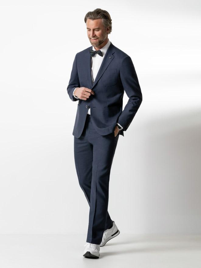 Outfit Sneaker-Anzug-Sakko